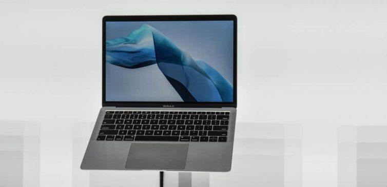 apple-macbook-modelinin-fisini-cekti